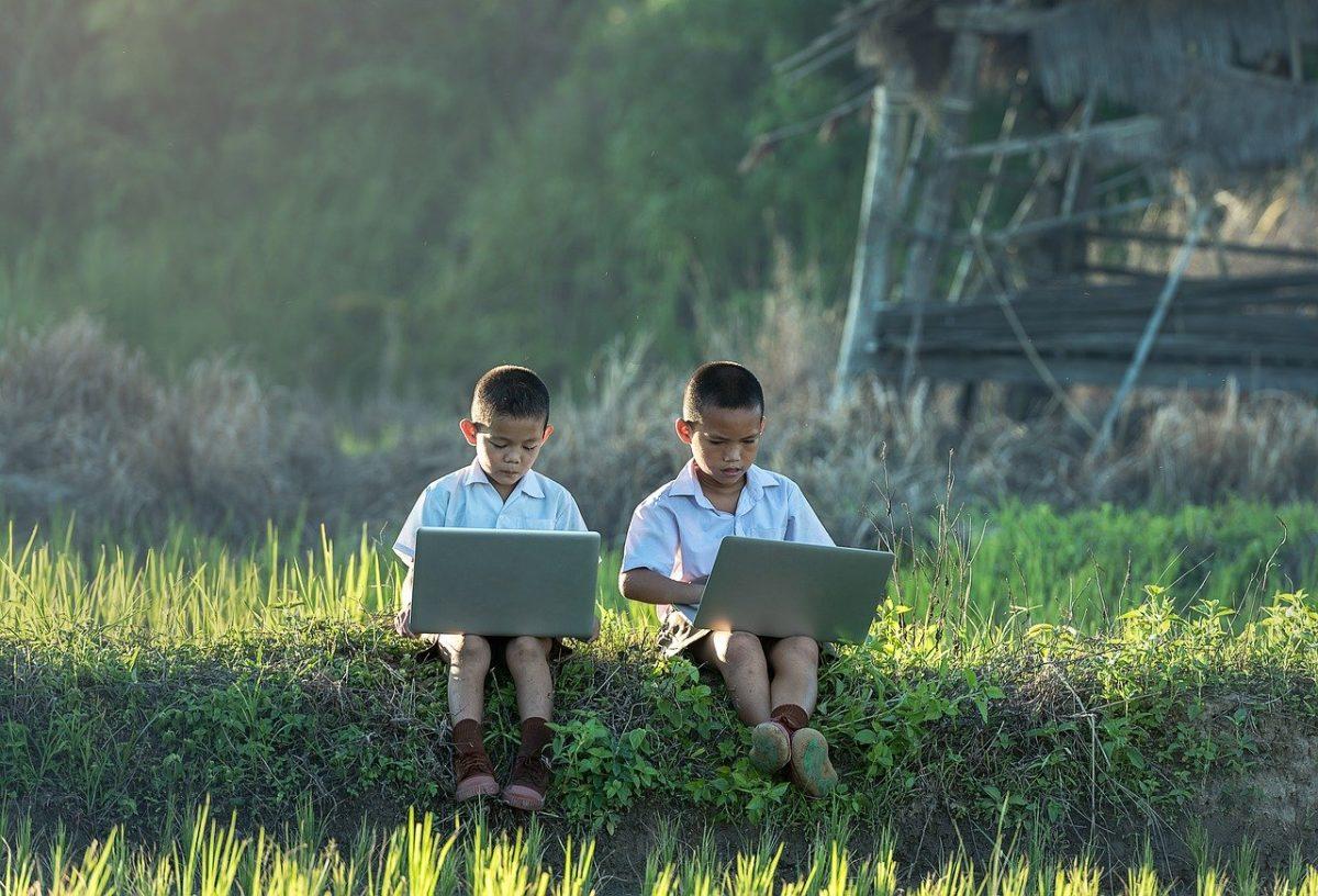 les enfants et l'ordinateur